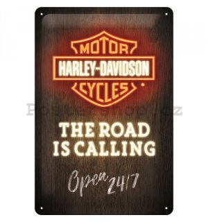 Plechová cedule: Harley-Davidson (The Road is Calling)  - 30x20 cm